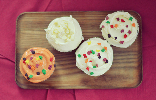 Pumpkin Cupcakes with White Chocolate Cream Cheese Frosting // BananaBloom.com
