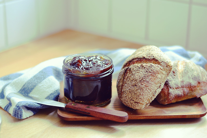 Apricot Jam - http://BananaBloom.com #vegan #cooking #baking #apricots #jam