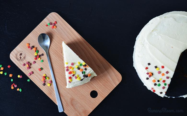 The best Gluten Free Vegan Carrot Cake // https://bananabloom.com #glutenfree #baking #carrotcake #vegan