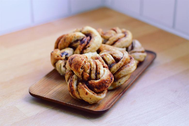 Vegan Cinnamon Buns // BananaBloom.com #vegan #cinnamonbuns #kanelbullar #plantbasedliving