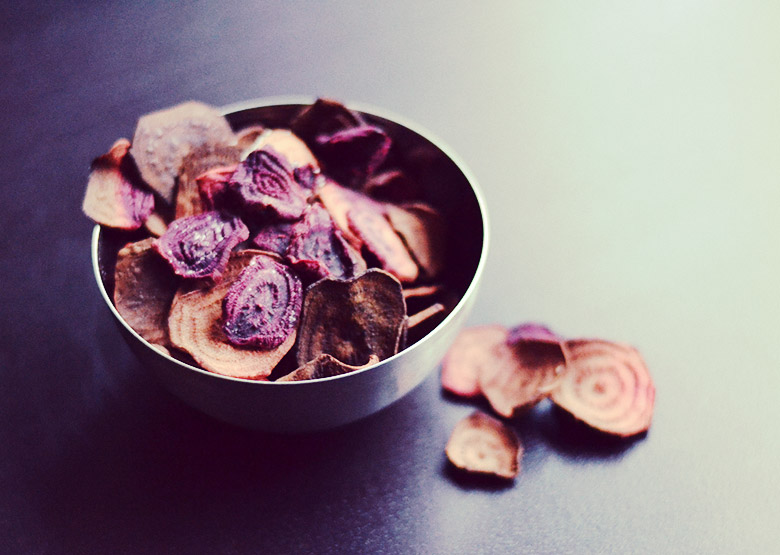 Healthy Beet Chips // http://BananaBloom.com #motivation #baking #recipe #vegan #healthy #fitness