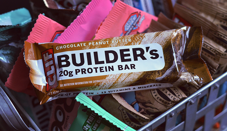 Clif Builder's Protein Bar Review // http://BananaBloom.com #vegan #clifbars #clif #clifbuilders #proteinbars #plantbased #review