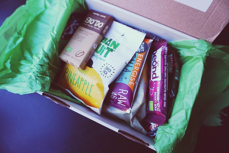 Vegan Boxen Review // http://BananaBloom.com #vegan #snackbox #veganbox #subscription #plantbased #snacks #candy