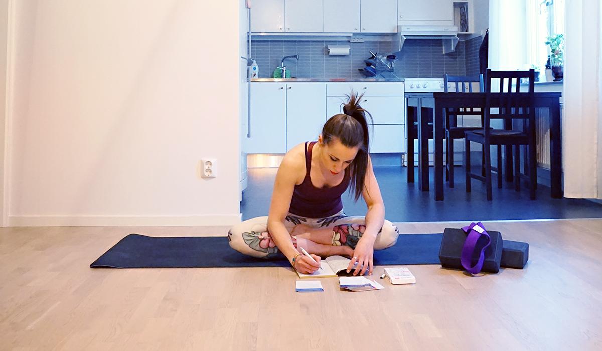 How to Create a Home Yoga Flow | http://BananaBloom.com #yogaflow #athomeyoga #yogapractice #yoga