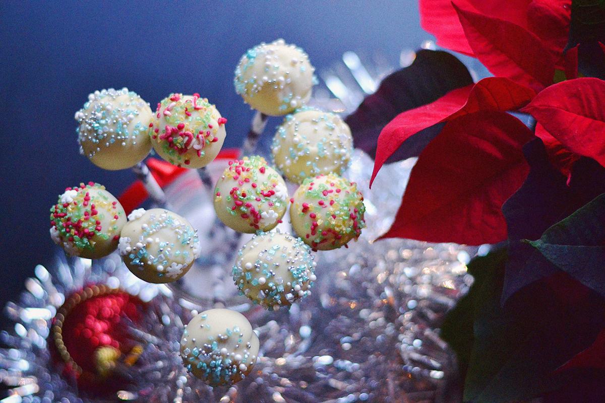 Festive Cake Pops [Vegan] |http://BananaBloom.com