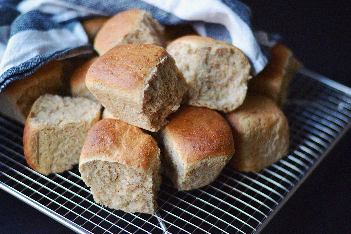 Quick Coconut Oil Bread Rolls (Vegan) | http://BananaBloom.com