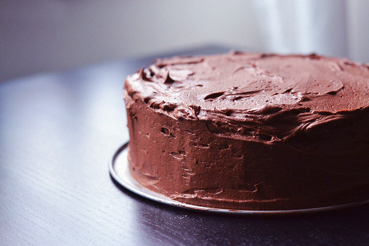 Decadent Vegan Double Chocolate Cake | http://BananaBloom.com